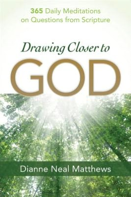 Drawing Closer to God: 365 Daily Meditations on Questions from Scripture