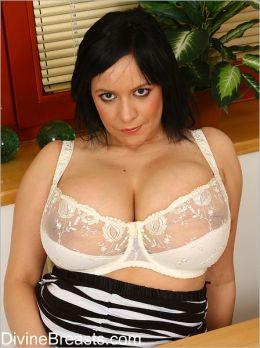 Megan Grosse Titten Mollige von DivineBreasts.com