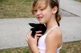 TEACHING CHILDREN TO RAISE RABBITS