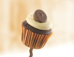 12 Peanut Butter Cupcakes with Reese's ®