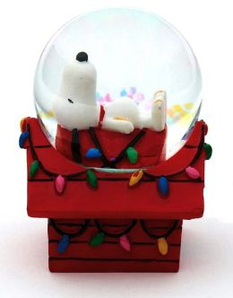 Snoopy Doghouse Mini Snowglobe