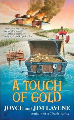A Touch of Gold (Missing Pieces Mystery Series #2)