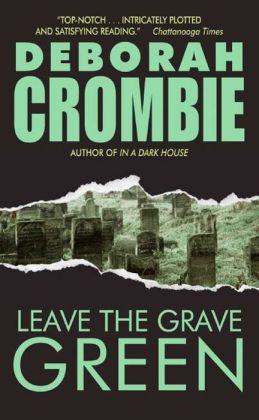 Leave the Grave Green (Duncan Kincaid and Gemma James Series #3)